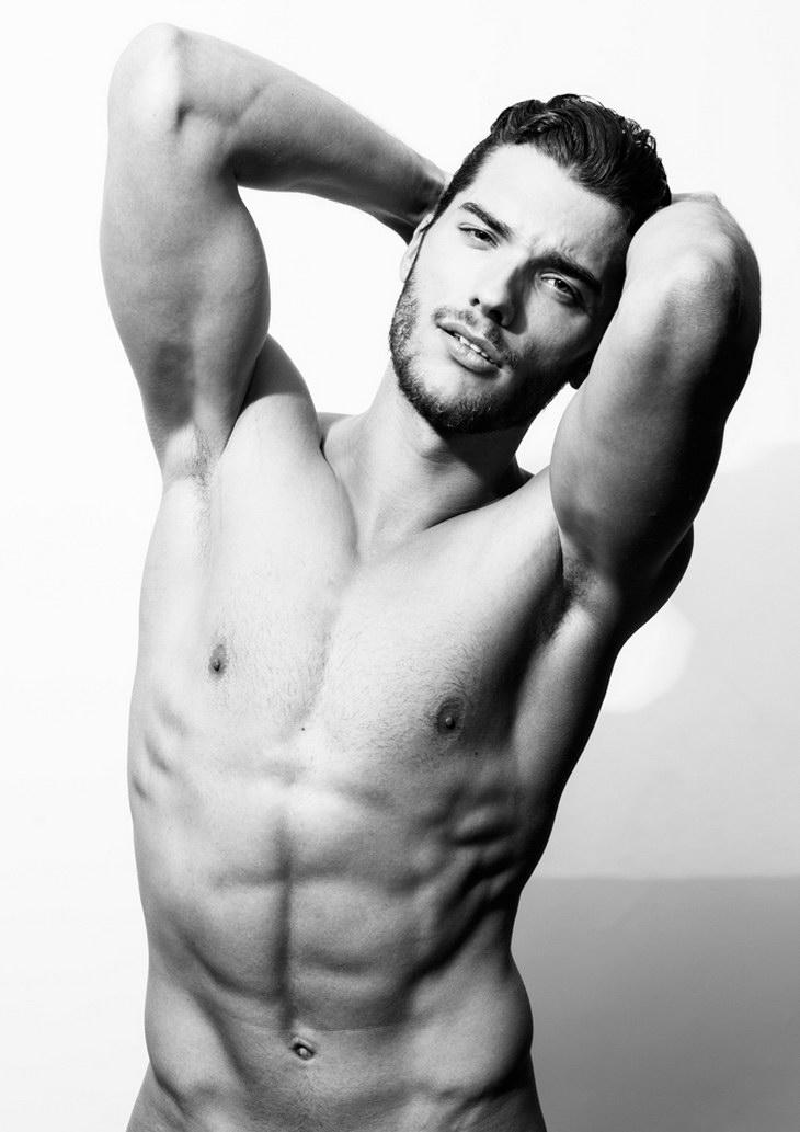 Мужчина модель голый точно)!