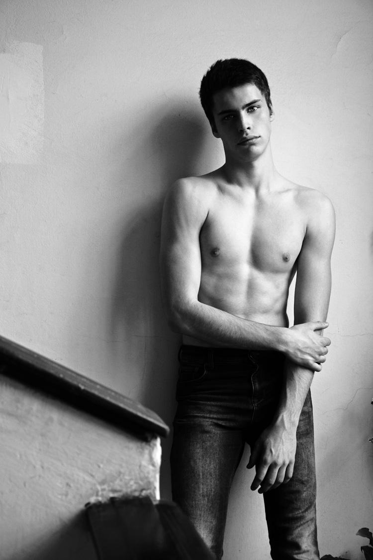 Jovan-Djakonovic-Michelangelo-Cecilia-Male-Model-Scene-05